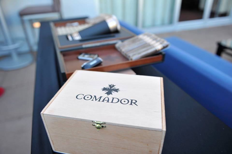Comador box photo