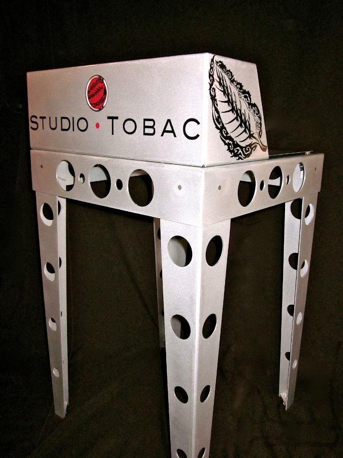 Studio Tobac Rolling Bench.png