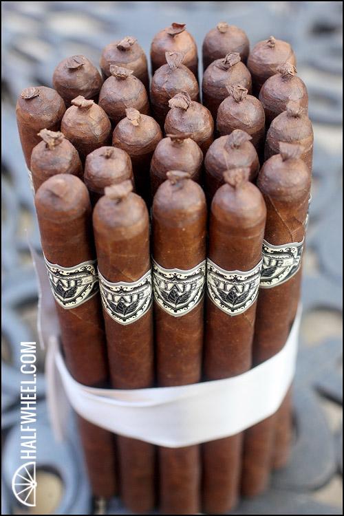 Viaje Exclusivo Atlantic Cigar Co. 15th Anniversary Lancero 6.jpg