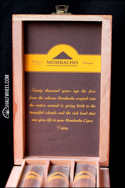 Mombacho Clasico Robusto Box 2