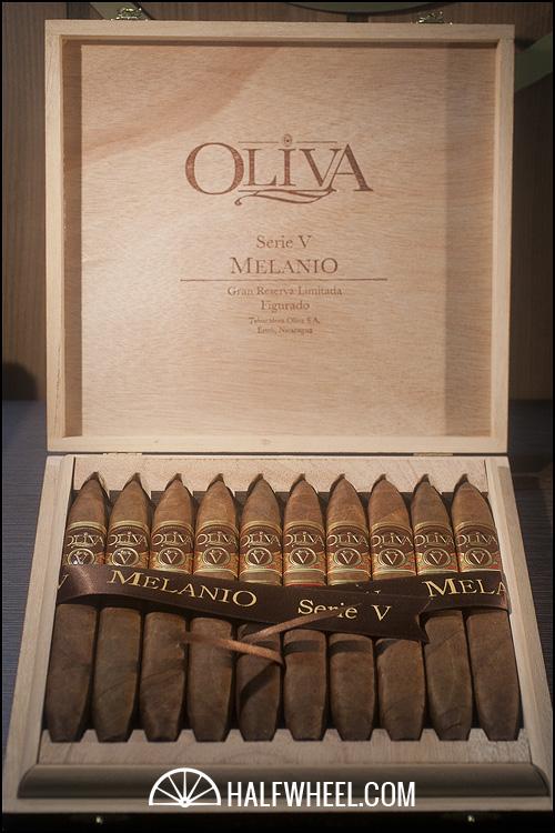 Oliva Serie V Melanio Figurado Box 2