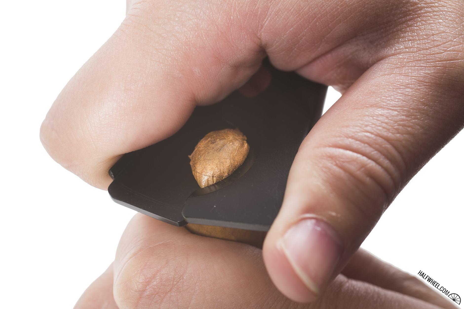 Screwpop Cigar Cutter Cutting