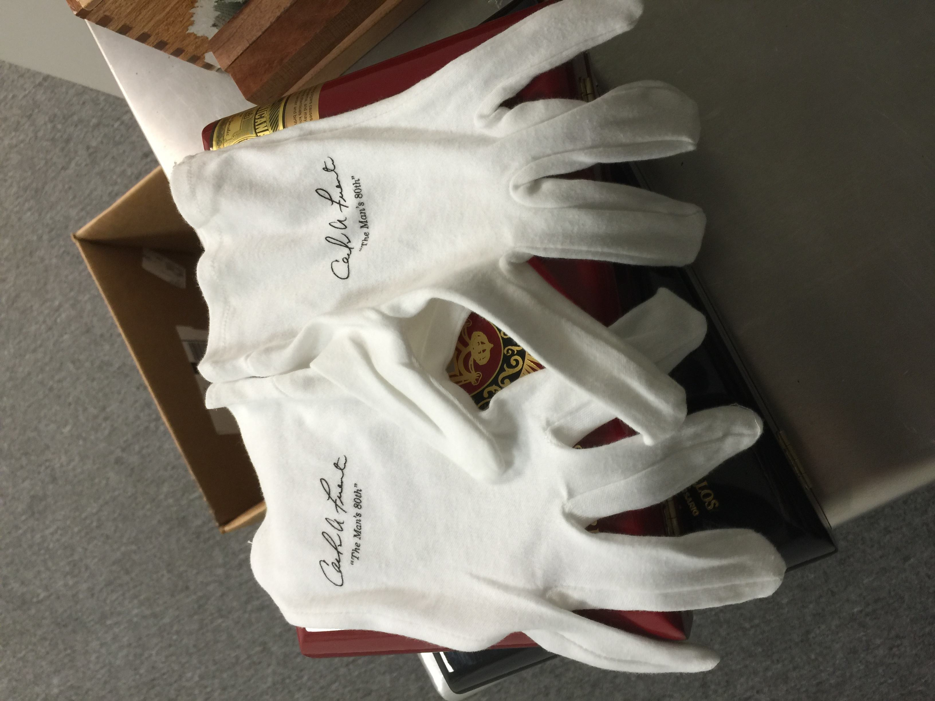 Arturo Fuente Don Carlos Eye of the Shark gloves